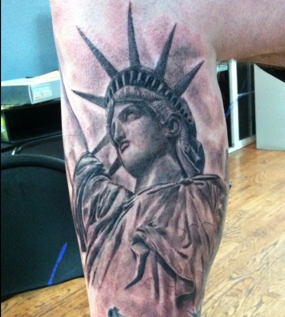 30 awesome statue of liberty tattoos. Black Bedroom Furniture Sets. Home Design Ideas