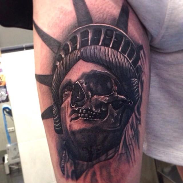 black ink crying statue of liberty tattoo design by jon poulson. Black Bedroom Furniture Sets. Home Design Ideas