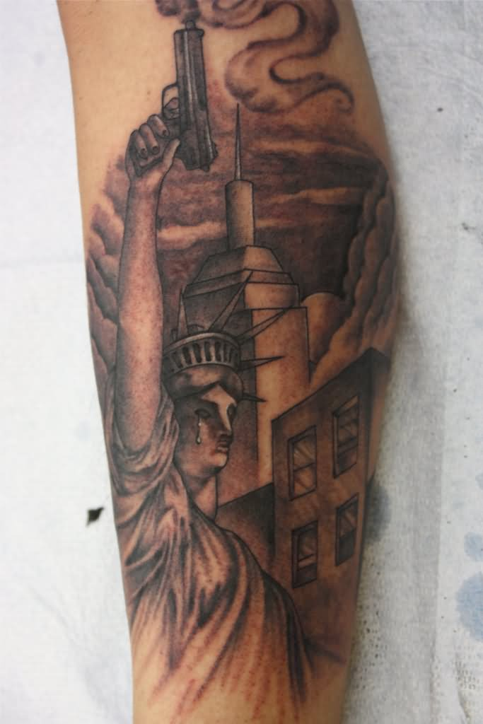 statue of liberty tattoo on inner bicep by big gus ink tattoo. Black Bedroom Furniture Sets. Home Design Ideas