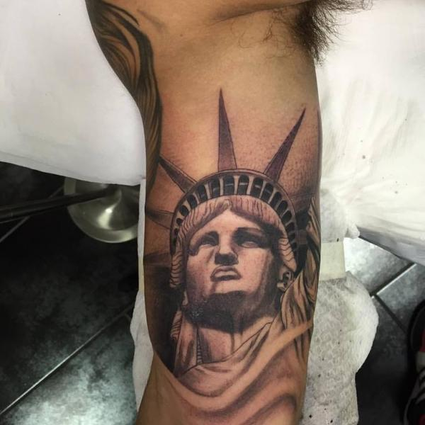 9 crying statue of liberty tattoos. Black Bedroom Furniture Sets. Home Design Ideas