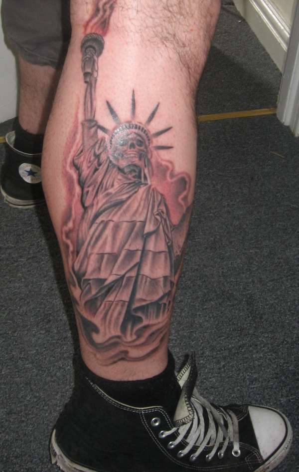 63a95739b Grey Ink Statue Of Liberty Skeleton Tattoo On Right Leg