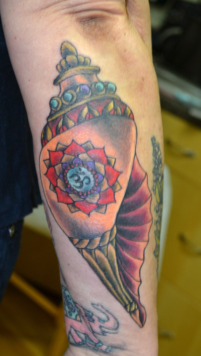 Black and white conch shell tattoo for Tattoo shops cape coral
