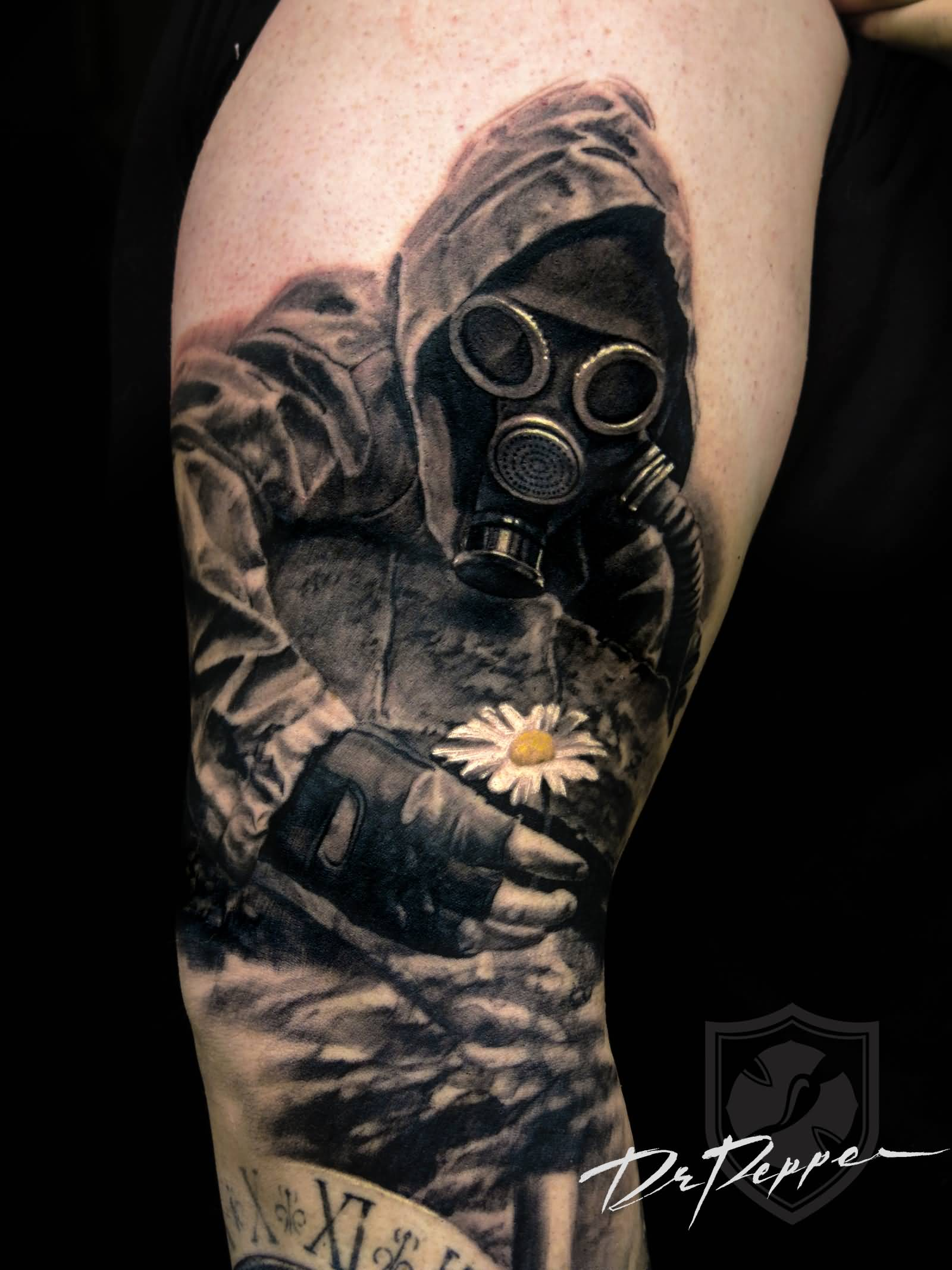 304510439ccd3 Soldier With Gas Mask And White Flower Tattoo On Right Sleeve