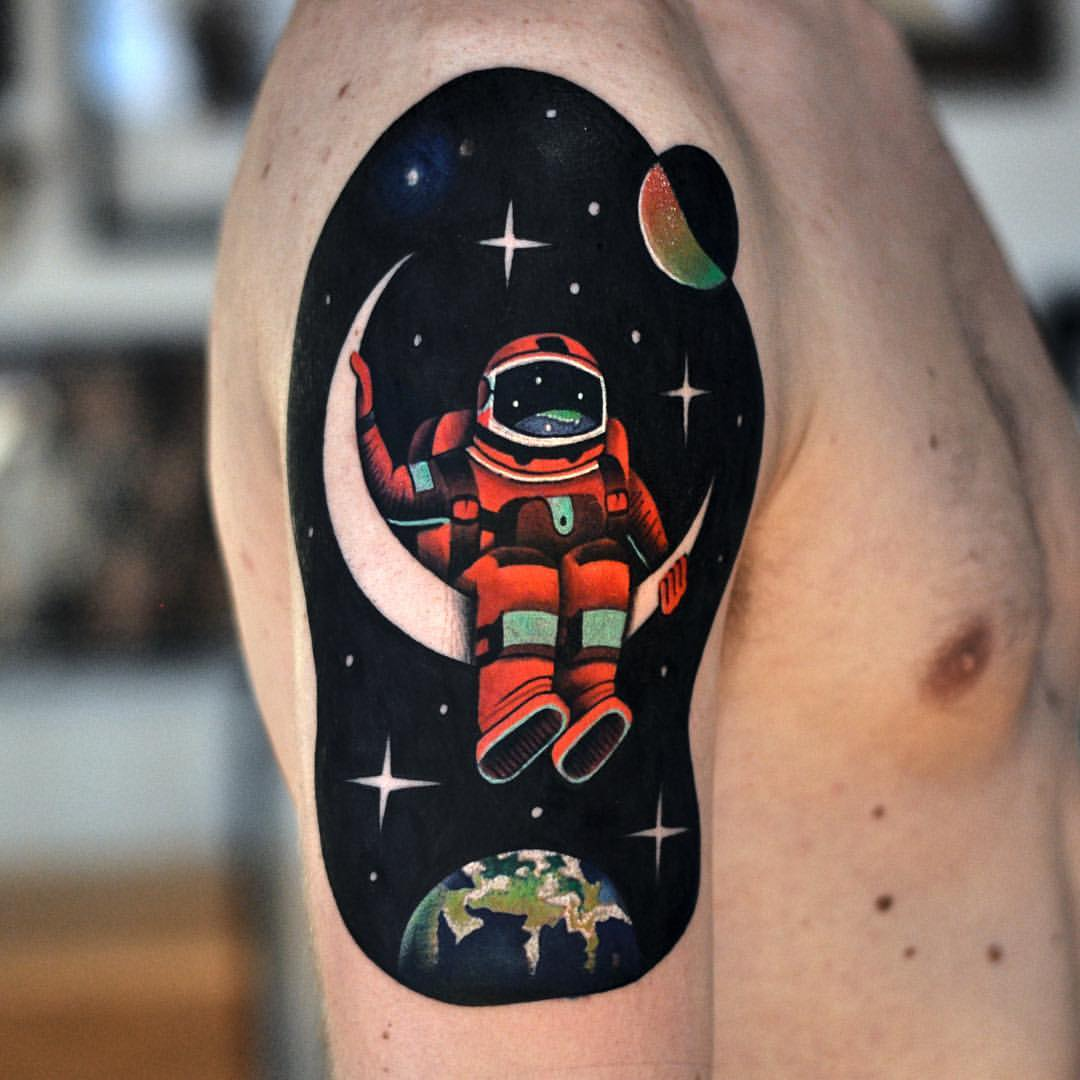 the astronaut on moon tattoo - photo #3