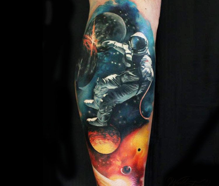 the astronaut on moon tattoo - photo #11