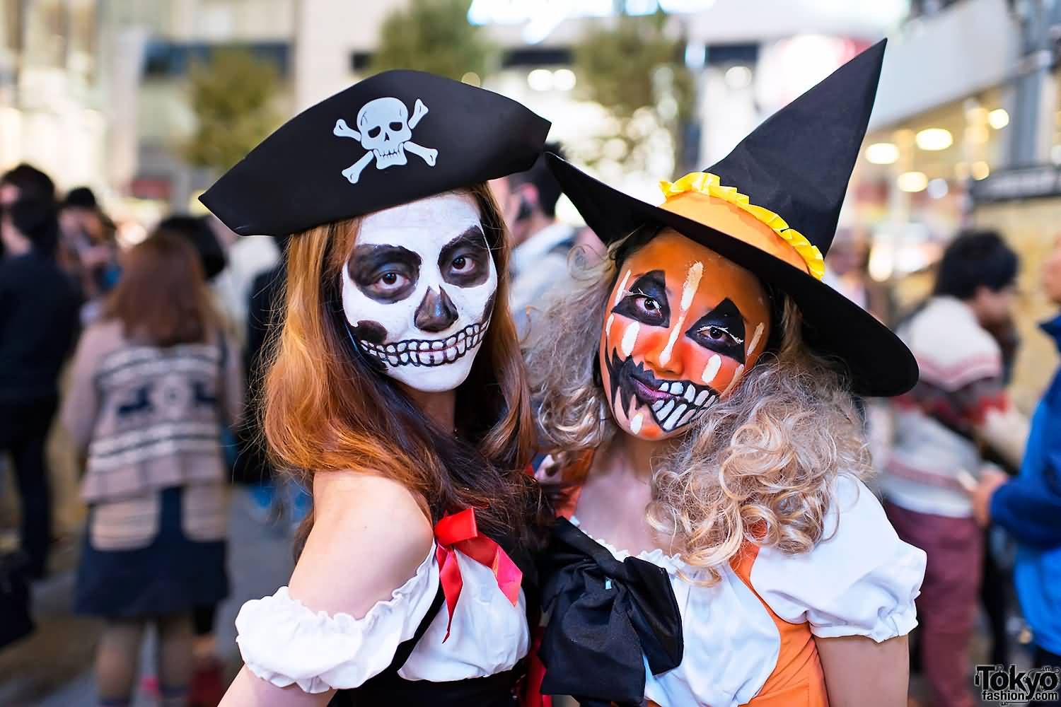girls wearing scary halloween costumes picture
