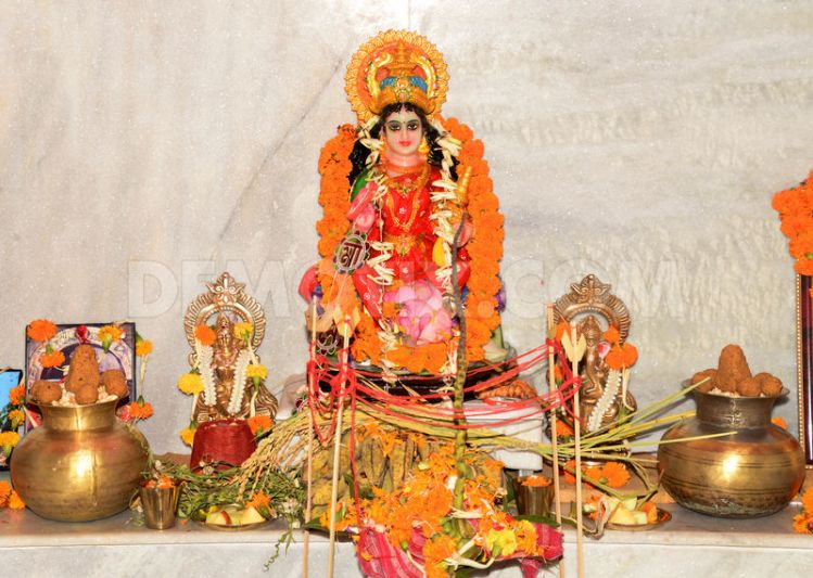 12+ Beautiful Pictures Of The Lakshmi Puja Celebrations
