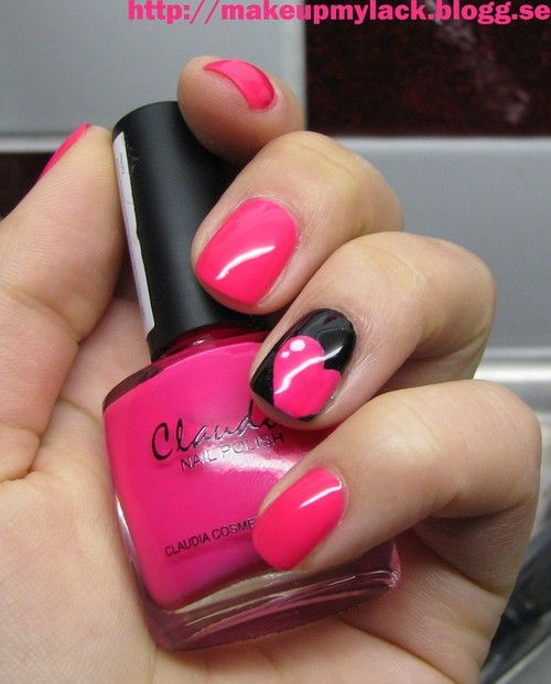 Heart Nail Art: Pink And Black Toe Nail Art