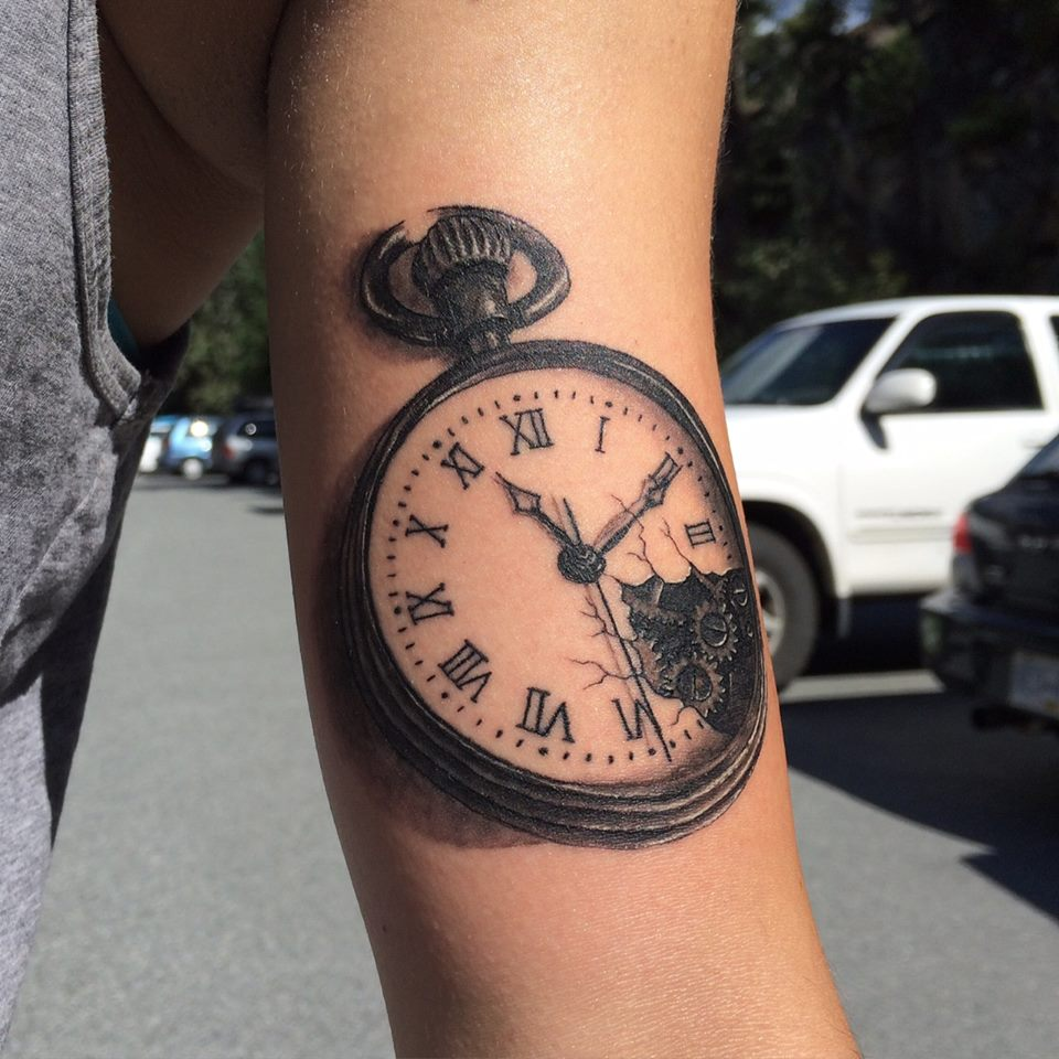 30 simple clock tattoos