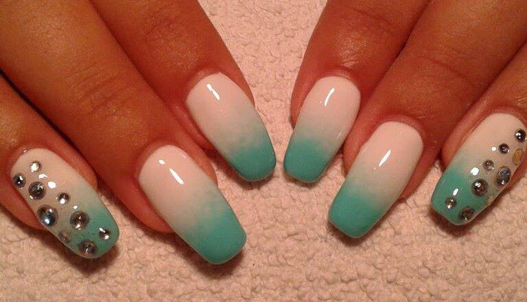 Green And White Ombre Nail Art With Rhinestones Picture