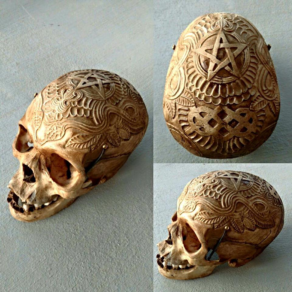 Human skull carving by artistry aletia