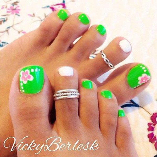 adorable spring flower nail art for toe