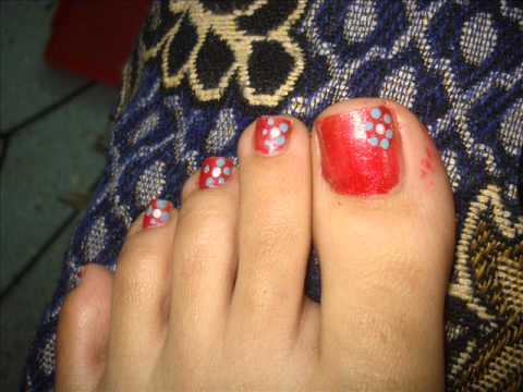 dotted flower nail art for toe