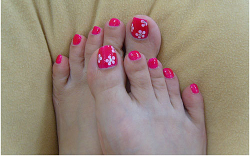 50 most beautiful and stylish flower toe nail art design ideas pink toe nails with white flower nail art prinsesfo Images