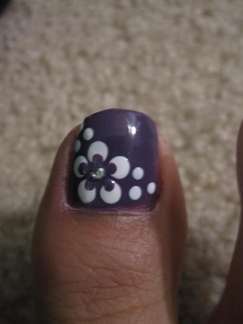 Purple Toe Nails With White Flower Nail Art - 50+ Most Beautiful And Stylish Flower Toe Nail Art Design Ideas