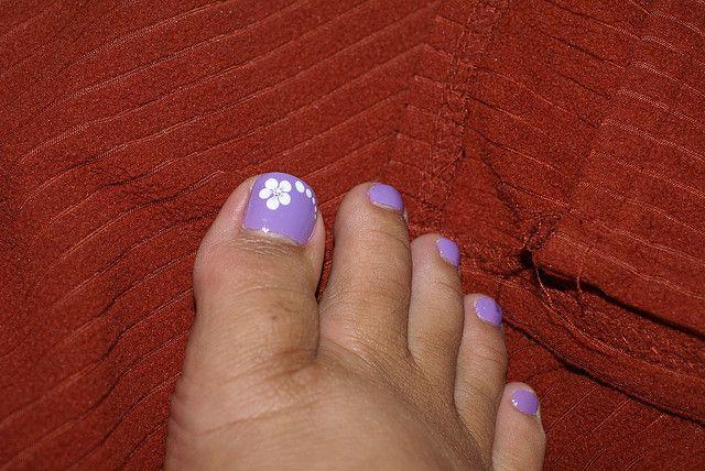 Nail Art With Purple And White Communiquerenligne