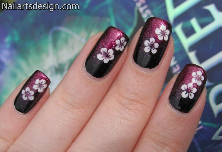 - White Flowers Nail Art Design