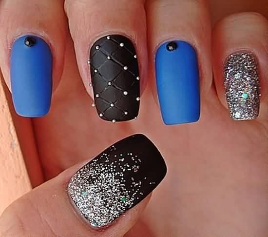 - Beautiful Matte Nail Art Design