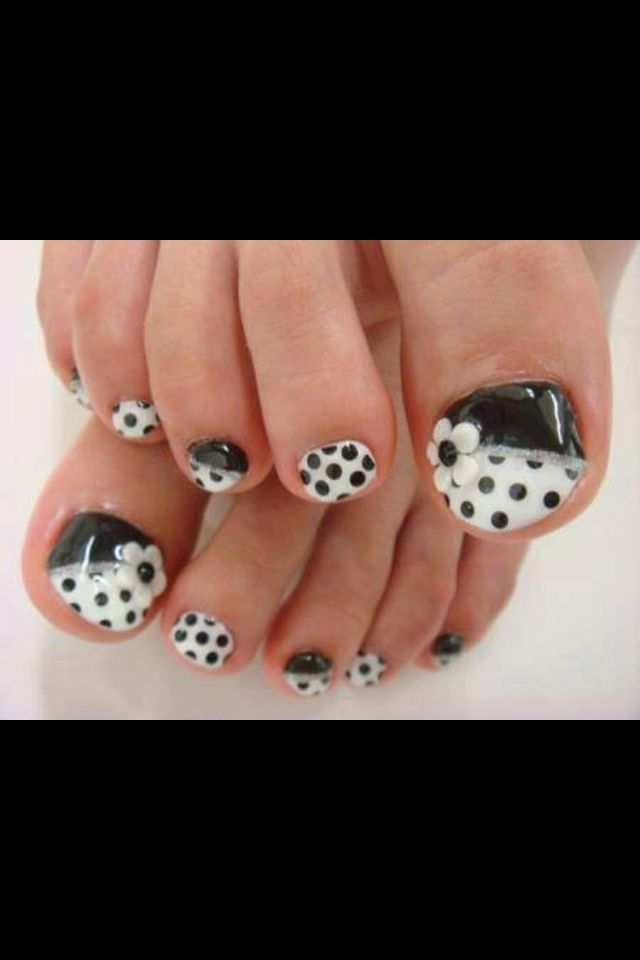 45 Best Polka Dots Toe Nail Art Design Ideas