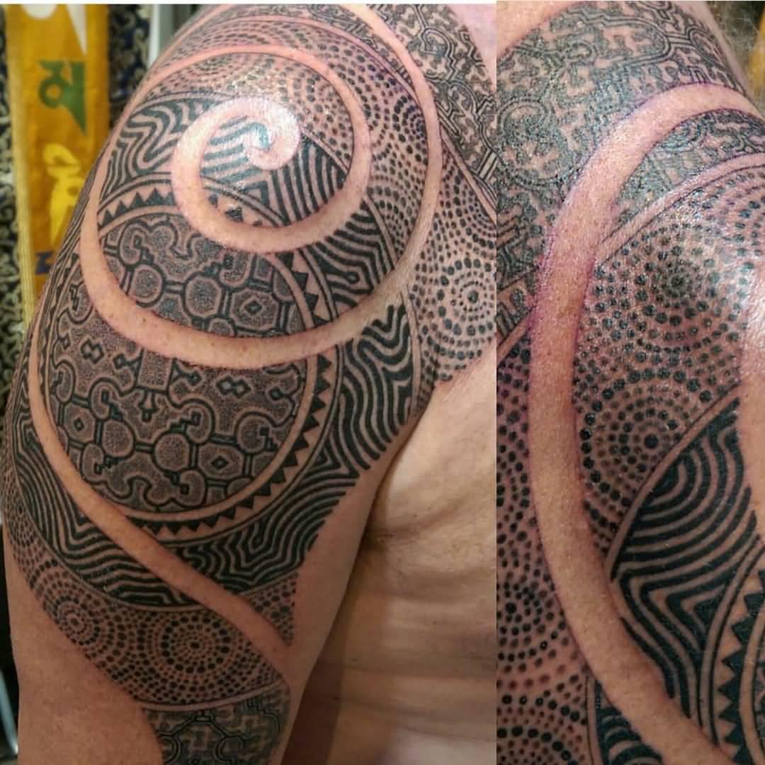 Lars krutak tatu lu tattoos from the dreamtime lars krutak - Dotwork Aboriginal Tattoo On Man Right Shoulder