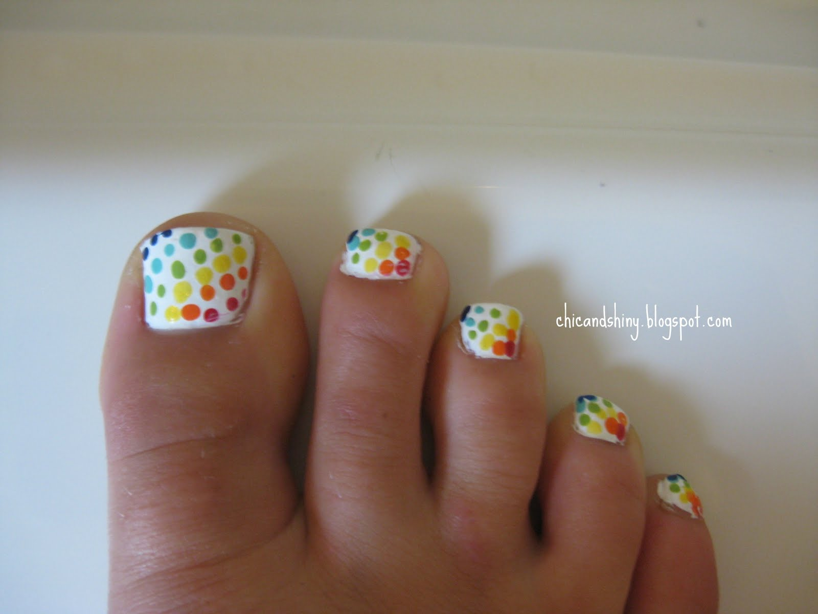 45 Best Polka Dots Toe Nail Art Design Ideas