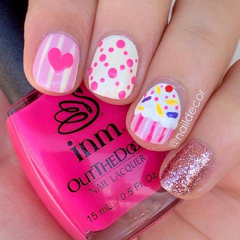 - Accent Cupcake Nail Art Design Idea