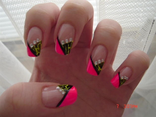 50 latest neon nail art design ideas black and pink chevron design french tip nail art prinsesfo Gallery