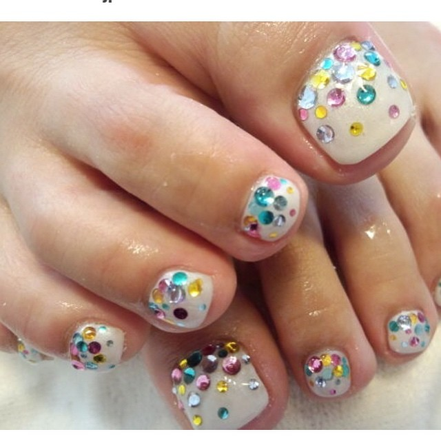 multicolored rhinestones on toe nails wedding toe nail art