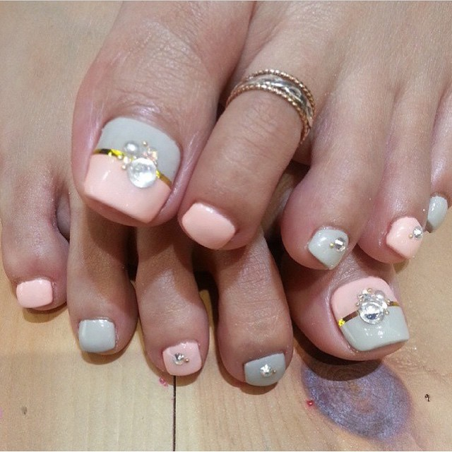 Pink And Blue Toe Nails With Pearls Design Wedding Nail Art