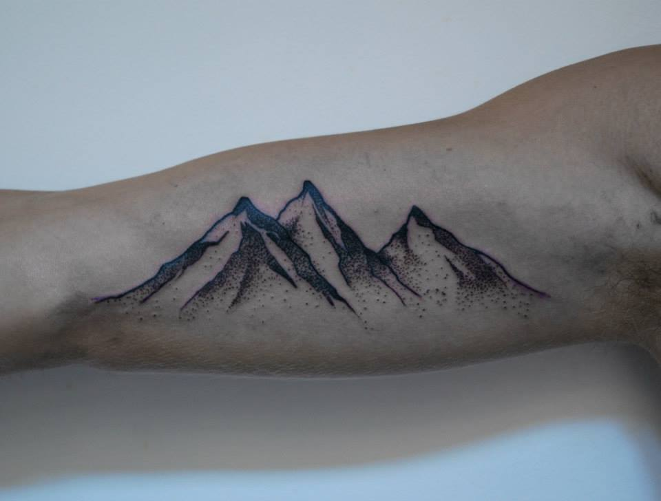 16 amazing mountain tattoos on bicep for Small bicep tattoos