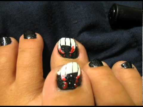 Vampire Fang Halloween Toe Nail Art - 25+ Best Halloween Toe Nail Art Designs