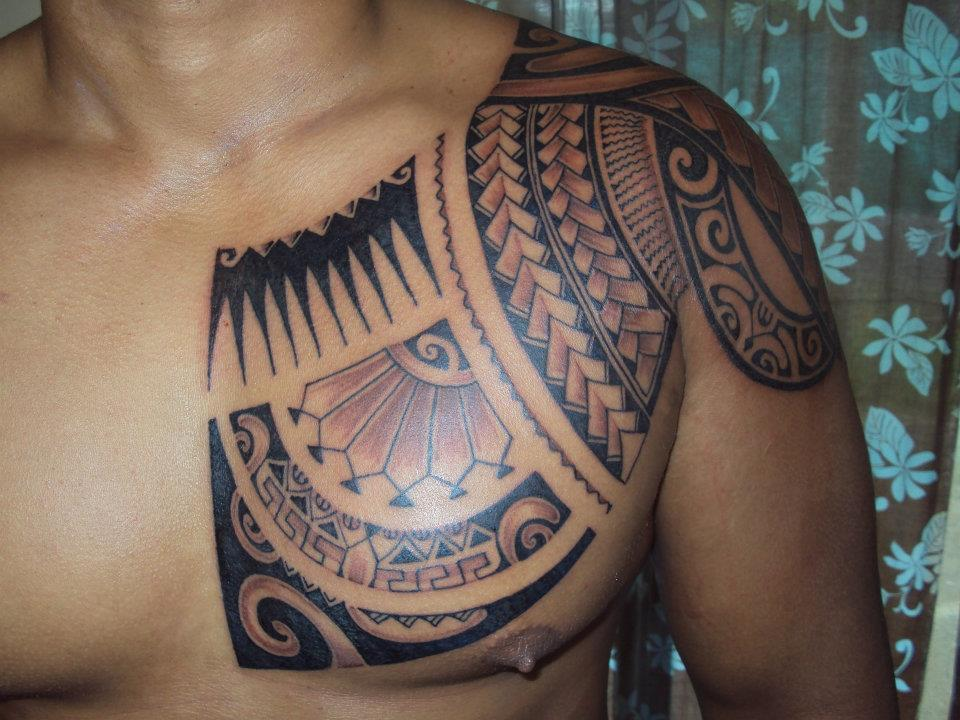 9a1819c01 Amazing Hawaiian Tribal Tattoo On Left Chest And Shoulder