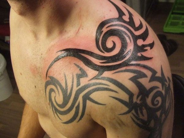 amazing tribal design left shoulder tattoo for men. Black Bedroom Furniture Sets. Home Design Ideas