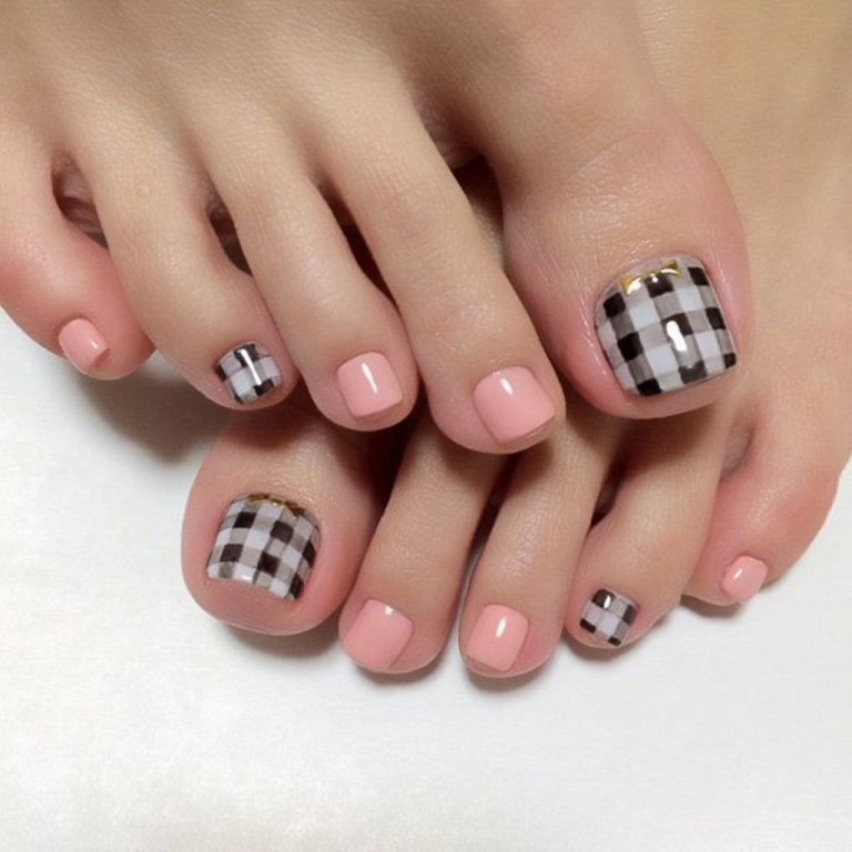 Amazing Check Design Toe Nail Art - 60 Most Beautiful Toe Nail Art Design Ideas