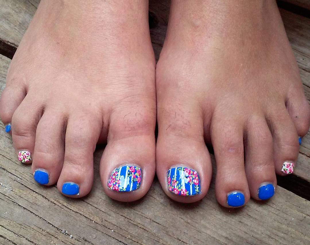 Blue Toe Nail Art With Pink Flowers Design Idea