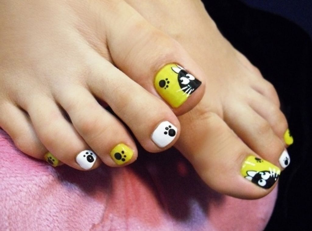 45 most adorable toe nail art ideas for trendy girls cat and paw sign toe nail art solutioingenieria Images