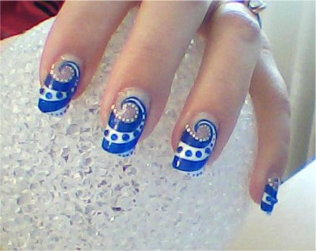 Blue And White Spiral Design Nail Art