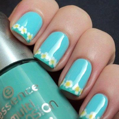Blue Nail Art With Daisy Flowers Design