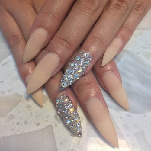 Light brown and rhinestones design stiletto nail art prinsesfo Gallery