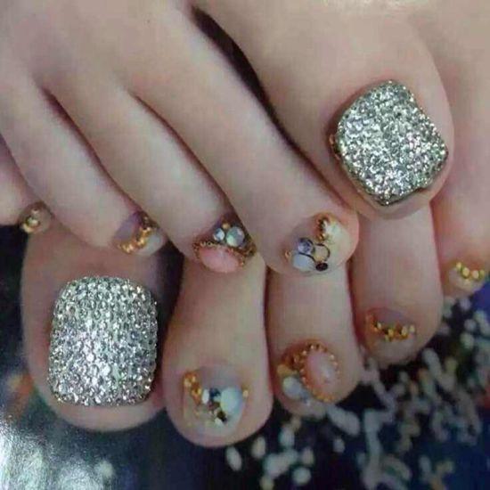 Shining Silver Glitter Toe Nail Art Design
