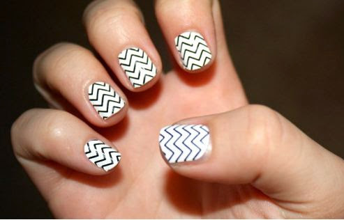 50 most beautiful black and white nail art designs black and white chevron nail art design idea prinsesfo Image collections