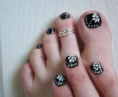 60 stylish black and white nail art designs for toe nails black and white flowers nail art design for toe nails prinsesfo Gallery