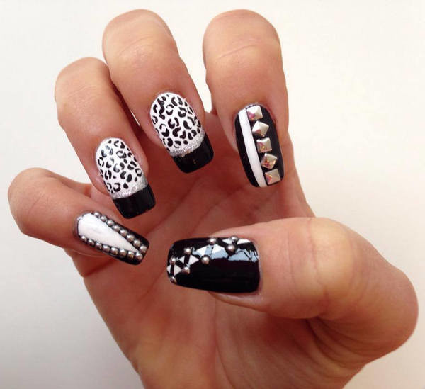 Black and white nail art pictures best nails 2018 50 most beautiful black and white nail art designs prinsesfo Choice Image