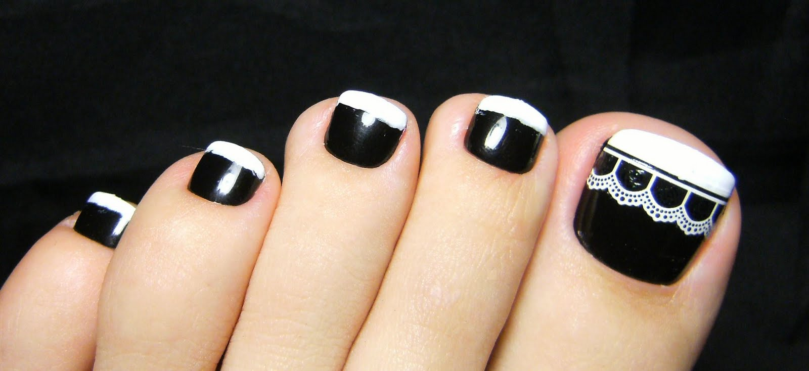 Black Toe Nails With White Lace And Tip Design To Nail Art