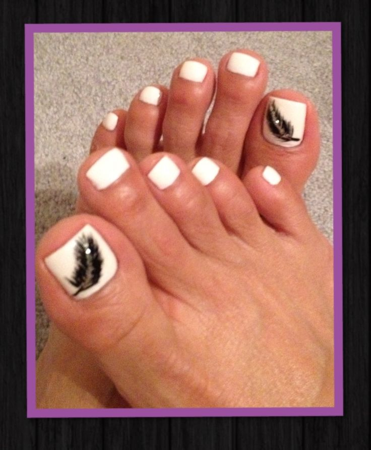 White Nails With Black Feather Toe Nail Art - 60+ Stylish Black And White Nail Art Designs For Toe Nails