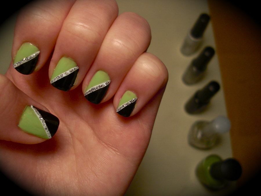 Black And Green Diagonal Design Nail Art - 65 Most Stylish Green And Black Nail Art Design Ideas