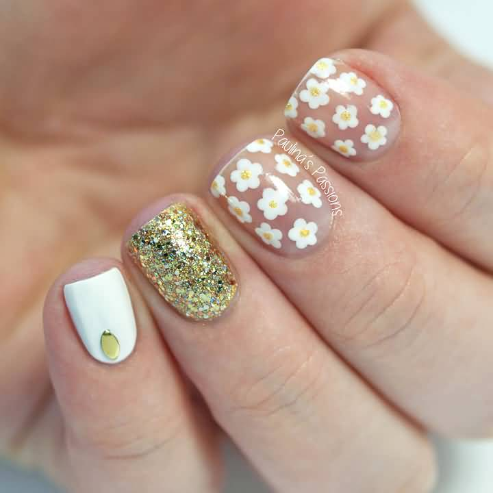 Daisy flowers negative space nail art design idea prinsesfo Gallery
