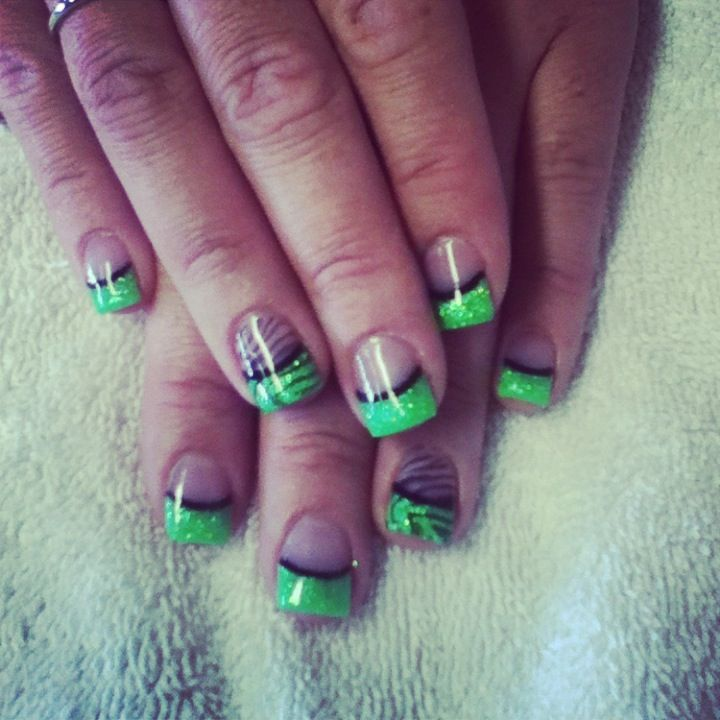 French Tip Green Gel With Black Feather Design Idea