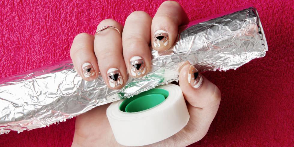 Nail art foil strips best nails 2018 55 most beautiful negative e nail art design ideas prinsesfo Images