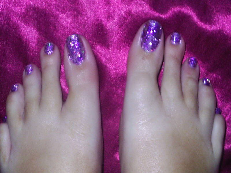 35 stylish purple nail art designs for toe nails purple glitter toe nail art design idea prinsesfo Gallery